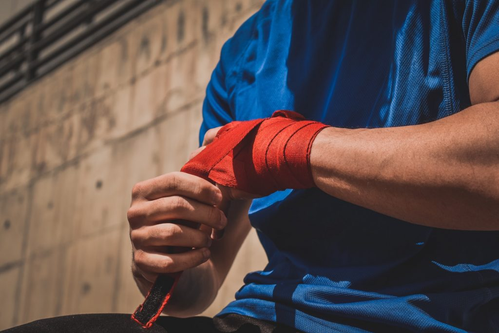 how to wrap hands for boxing (2)
